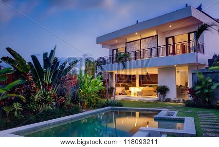 Modern villa tropical