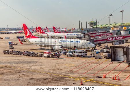 Passenger planes in Istanbul
