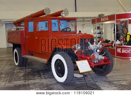 Kiev, Ukraine - September 22, 2015: Old Fire Truck On The Zis-5 Platform At The Specialized Exhibiti