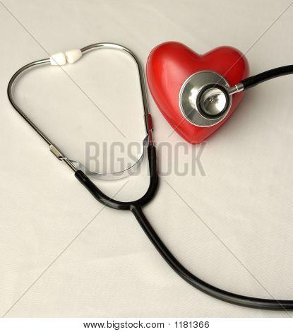 Estetoscopio en un corazón