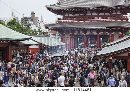 Tokyo, Japan -may 2: Crowd Of Japanese People Walking Around The Most Famous Sensoji Buddhist Temple