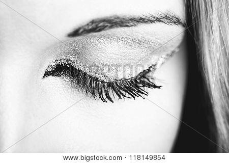 Eye Makeup. Beautiful Eyes Retro Style Make-up. Holiday Makeup detail. Eyeliner