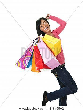 Joven excitada a mujer negra con bolsas