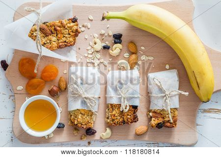 Granola bars and ingredients