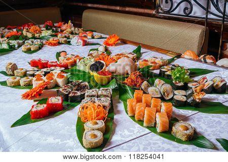 Big Sushi Set On The Leaves