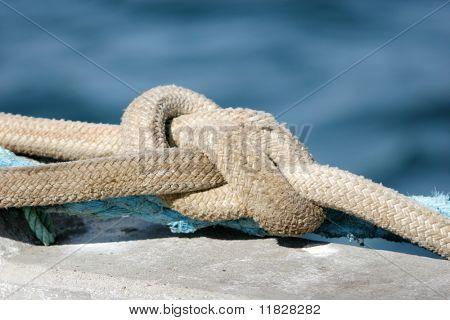 Sicherungsseile eines Bootes