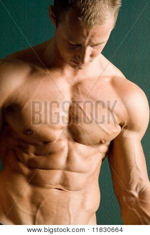 Atlético sexy hombre Fisicoculturista