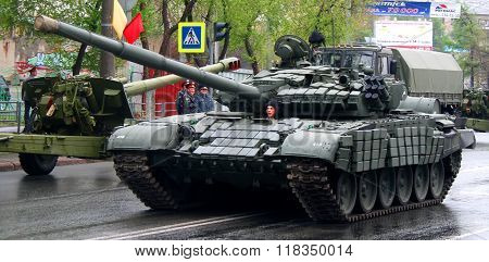 CHELYABINSK, RUSSIA - MAY 9: Main battle tank T-72