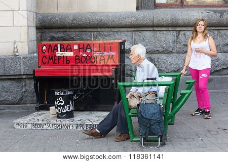 Kiev, Ukraine - September 11, 2015: Citizens At The Independence Square Near Piano Painted In The Co