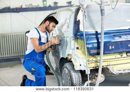 polishing on body car  in service