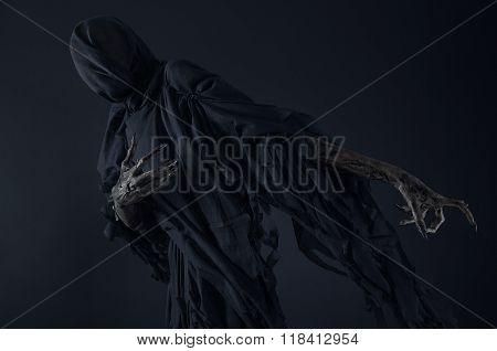 Death On A Black Background, Dementor