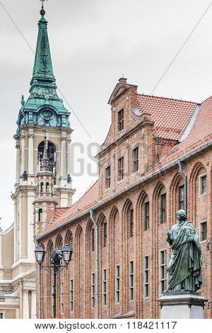 Nicolaus Copernicus monument in front of city hall of Torun, Rynek Staromiejski, Kuyavia-Pomerania, Poland