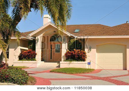 Casa de estilo moderno Ranch