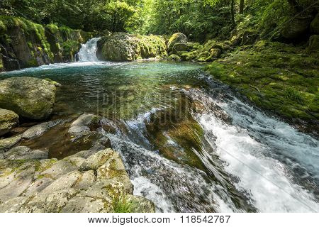 Cascade and rapid flow