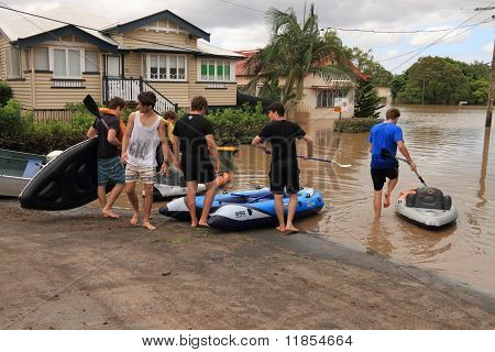 Brisbane, Australia - Jan 13 : Flood  Brisbane Auchenflower Area Residents And Tourists Take To Raft