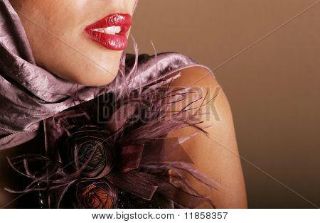 Rote Lippen biracial Frau