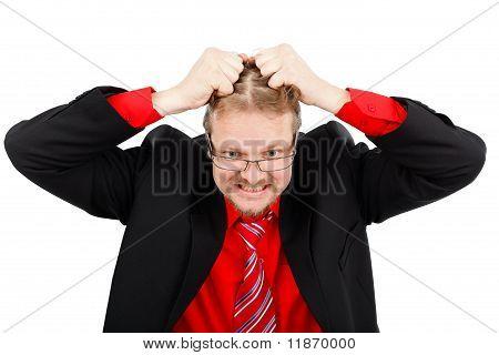 Angustiado hombre tirando de su pelo