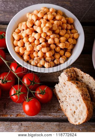 Bowl With Chickpeas With Tomatoes And Bread