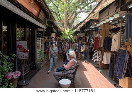 People At Outdoor Shopping Mall In Jj Market