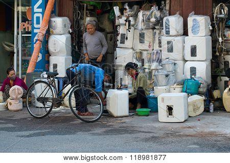 HANOI, VIETNAM - NOVEMBER 3, 2015: Unidentified street vendors in Hanoi, Vietnam.