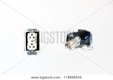 electrical outlet install on the wall