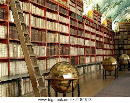 Biblioteca con globos
