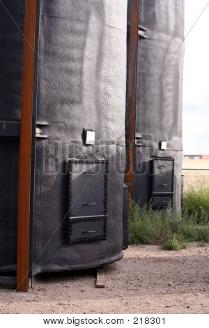 Insulated Oil Storage Tanks