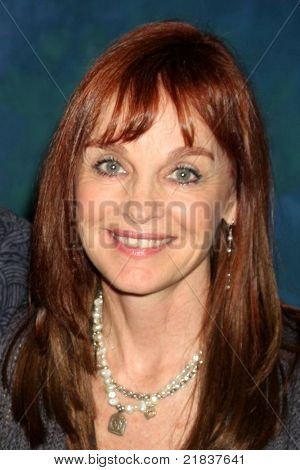 LOS ANGELES - 16 de JUL: Pamela Sue Martin en el Show de Hollywood en el centro de convenciones de Marriott Burbank