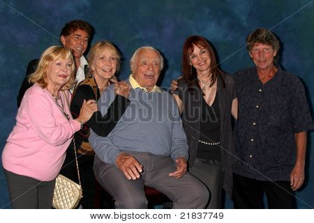 LOS ANGELES - JUL 16:  Carol Lynley, Ernie Osatti, Stella Stevens, Ernest Borgnine, Pamela Sue Martin, Eric Shea at the Hollywood Show at  Marriott Convention Center on July 16, 2011 in Burbank, CA