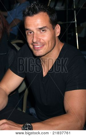 LOS ANGELES - JUL 16:  Antonio Sabato Jr. at the Hollywood Show at Burbank Marriott Convention Center on July 16, 2011 in Burbank, CA