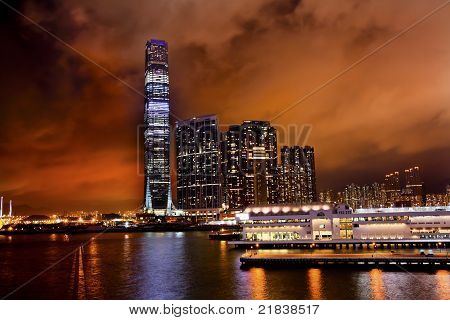 International Commerce Center Icc edificio Kowloon Hong Kong Harbor en la noche