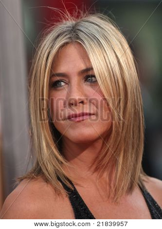 LOS ANGELES - JUN 30:  JENNIFER ANISTON arrives to the
