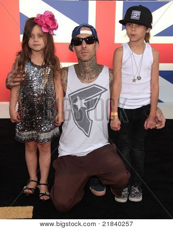 LOS ANGELES - JUN 18:  TRAVIS BARKER, ALABAMA & LANDON arrives to the