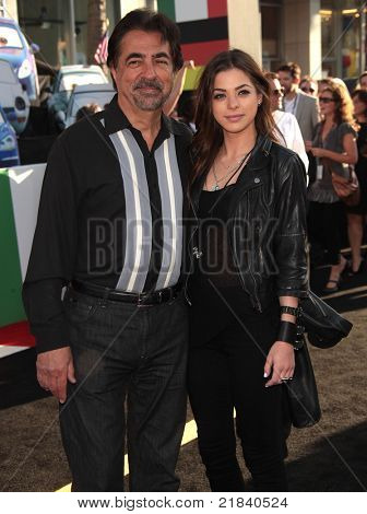LOS ANGELES - 18 de junho: JOE MANTEGNA & GIA MANTEGNA chega para o