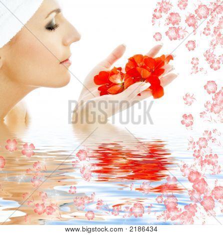 Pétalos rojos en agua