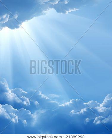 céu azul com sol e belas nuvens
