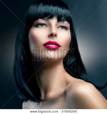 Retrato de modelo de moda. Morena Makeup.Hairstyle.Beautiful Girl.Healthy cabelo
