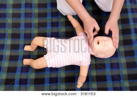Infantil respiración boca a boca
