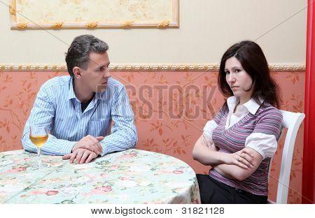 Streit zwischen Mann und Frau aufgrund Alkohol