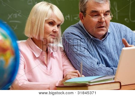 Elderly people using modern technologies for studying