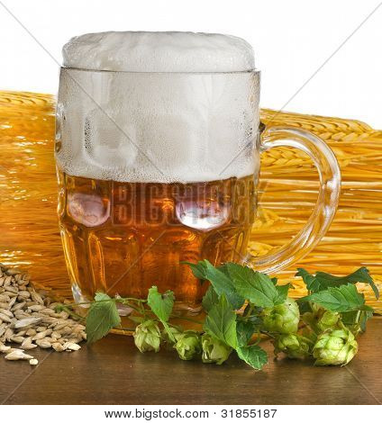 beer mug with green hops