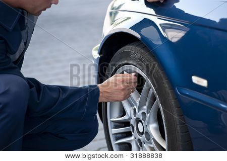 Auto mechanic/Service station worker  reviews necessary repairs or inflating