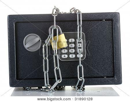 caja fuerte con cadena y bloqueo aislado en blanco