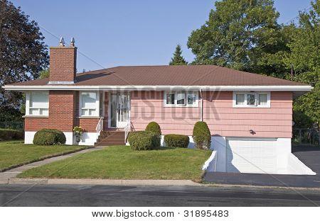 América del norte los sesenta bungalows de madera era en suburbia.
