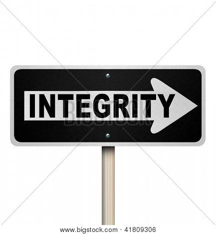 Um sinal de estrada ou rua com a palavra integridade para ilustrar sincereity, credibilidade, reputação, t