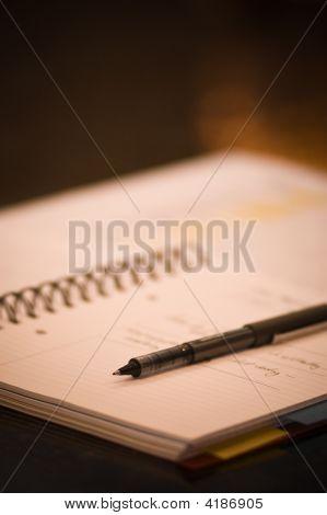 Planer und Stift auf Tabelle öffnen