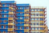 foto of scaffolding  - a residential building is being renovated - JPG