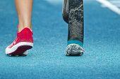 Постер, плакат: Начало недостатками легкоатлетка прыгунья