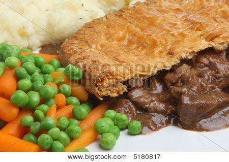 Steak Pie, Mash & Vegetables