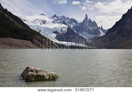 Laguna De Los Tres With Fitz Roy At The Back